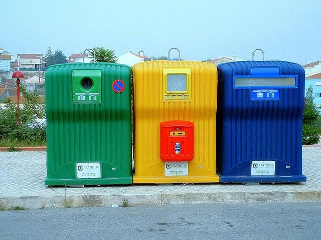 Reciclar 12 millones de toneladas de residuos urbanos en 2020: http://www.imf-formacion.com/blog/corporativo/medio-ambiente/reciclar-12-millones-de-toneladas-de-residuos-urbanos-en-2020/