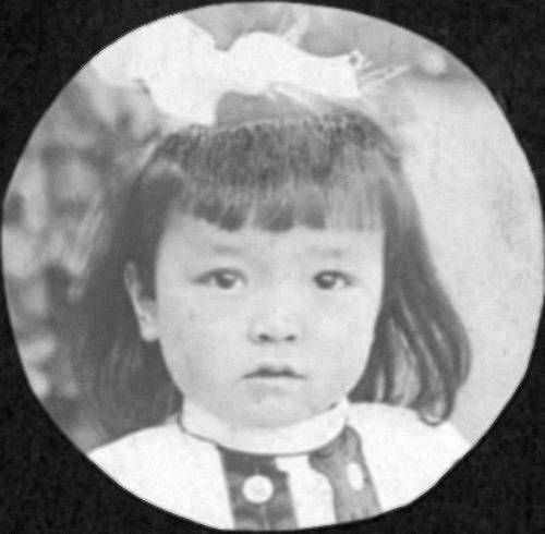 young girl portrait. http://digitallibrary.usc.edu/cdm/ref/collection/p15799coll126/id/13830