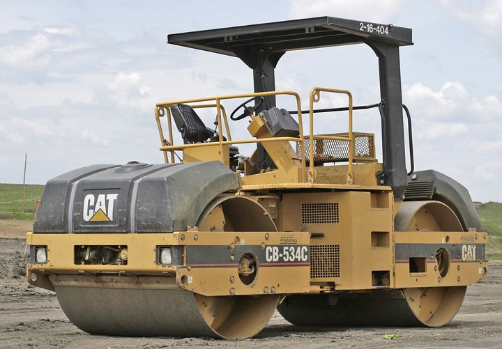 road roller (to compact an area)
