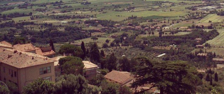 Una data a sorpresa per il tour di Jovanotti a Cortona: una serata d'eccezione, suggellata dalla presenza di Roberto Saviano che ha chiuso il Cortona mix Festival con un grande spettacolo e una grande prova di  organizzazione da parte dell'amministrazione locale
