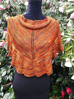 Nullabor Sunset is knitted on 4 and 4.50 mm needles in 4 ply merino/silk.