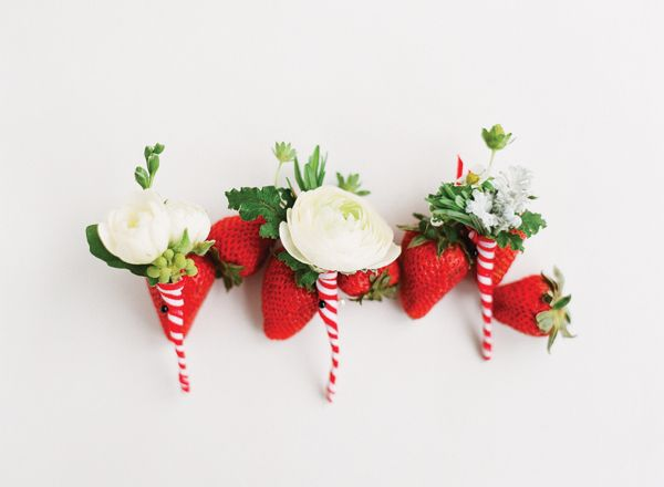 berry boutonnieres | Katie Stoops #wedding