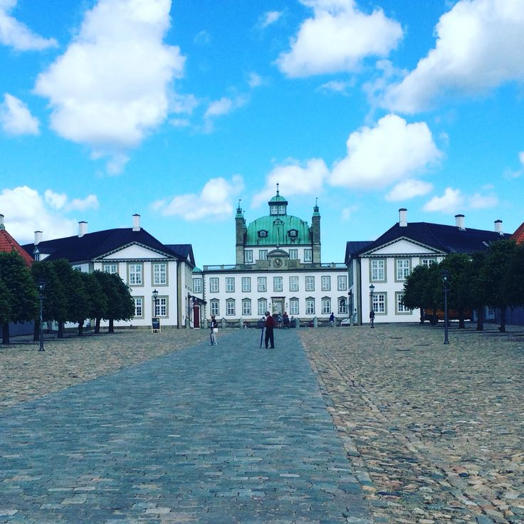 Fredensborgslot  ( Fredensborg Castle )  Beautiful Denmark.