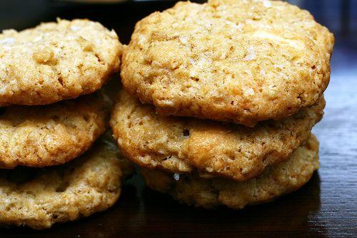 crisp salted oatmeal white chocolate cookiesChocolates Chips, Oatmeal White, White Chocolates Cookies, Cookies Recipe, Sea Salts, Chocolate Cookies, Crispy Salts, Salts Oatmeal, Smitten Kitchens