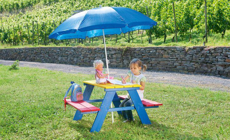 Auch die Kleinen wollen im Sommer so viel Zeit wie möglich draußen verbringen. Mit dieser Kindersitzgruppe bauen Sie Ihrem Nachwuchs ein Möbel nach Maß
