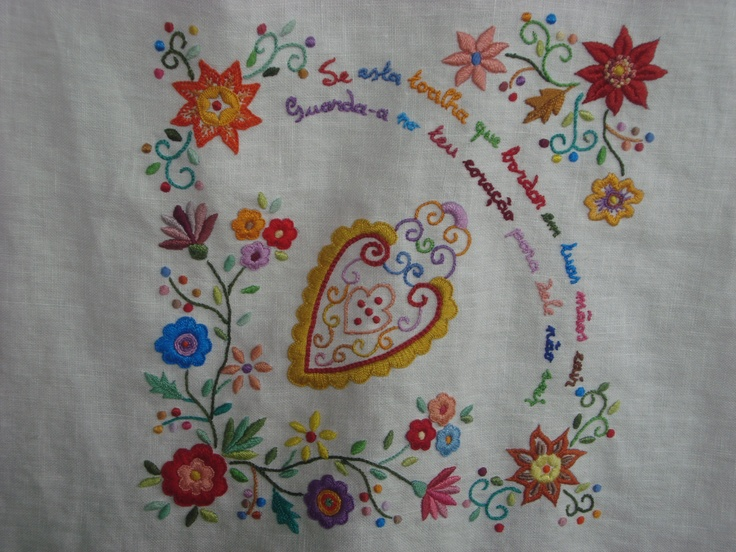 tablecloth-detail - embroidery inspired on lenços de namorados, (Portugal)