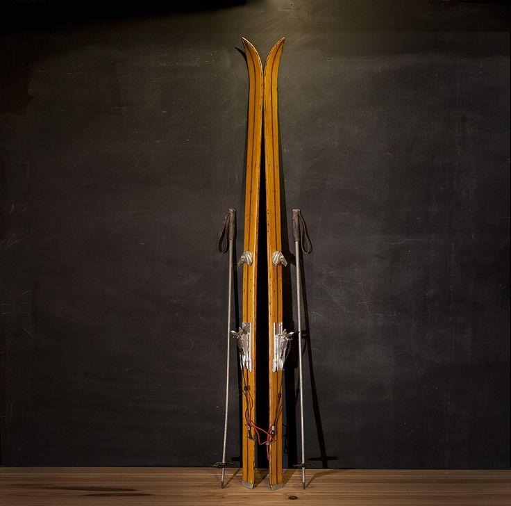 Antiguo esquis de madera con bastonesLongitud Skis: 189cmRef. 140154