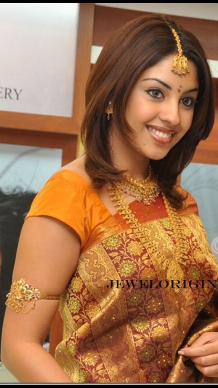 Actres Richa Gangopadhyay in beautiful Gold Jewelary and Armlet.