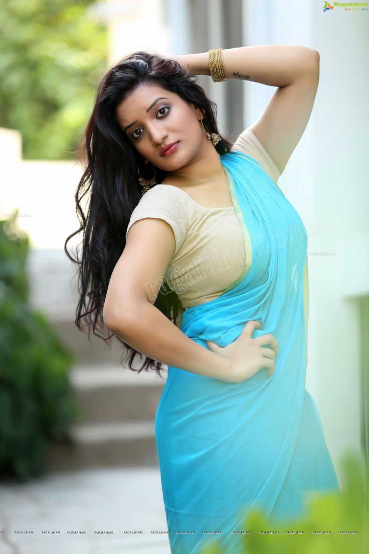 Janani Spicy Shoot Showing Her Plumpy Navel & Hanging Melons In Tight Blouse & Saree.