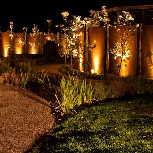 Peninsula Retreat - Gardens At Night