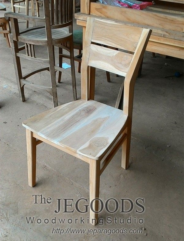 Model kursi cafe kursi restoran minimalis jati Jepara Goods.  Production and manufacturing of teak minimalist dining chair by Jepara Goods Woodworking Studio Indonesia.