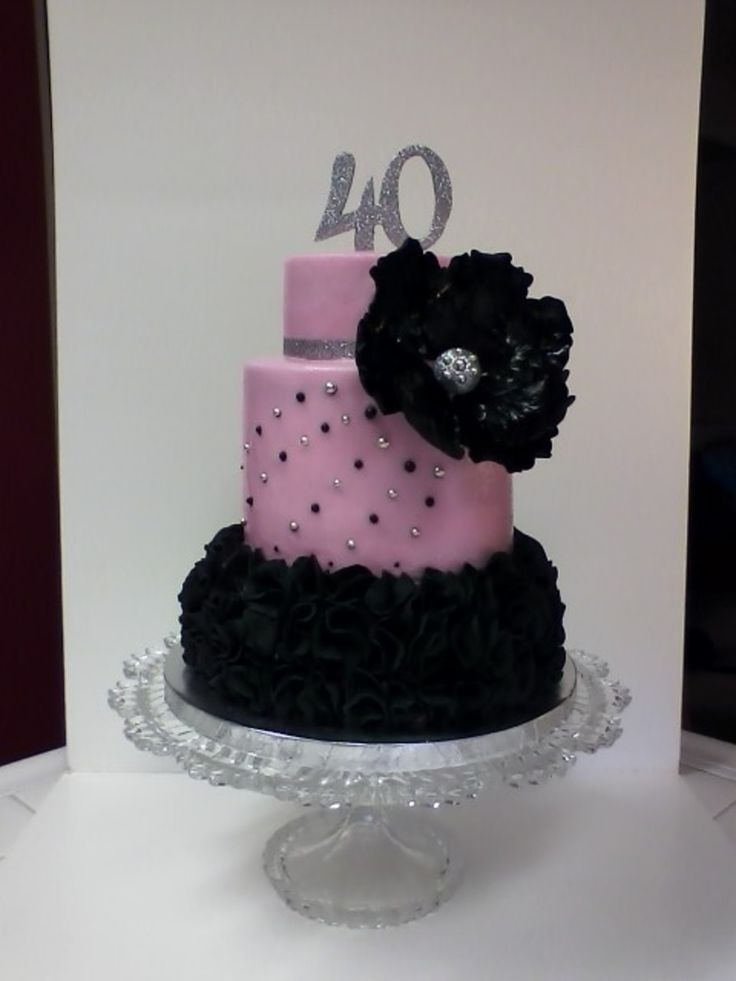 Glam 40Th Birthday Lots Of Ruffles On The Bottom Tier You Cant See Detail Because Its Not A Good Pic Gumpaste And Fondant For Decoratio