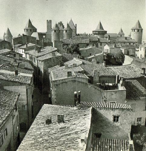 La Cité de Carcassonne en 1950 photographié par Jean DIEUZAIDE.
