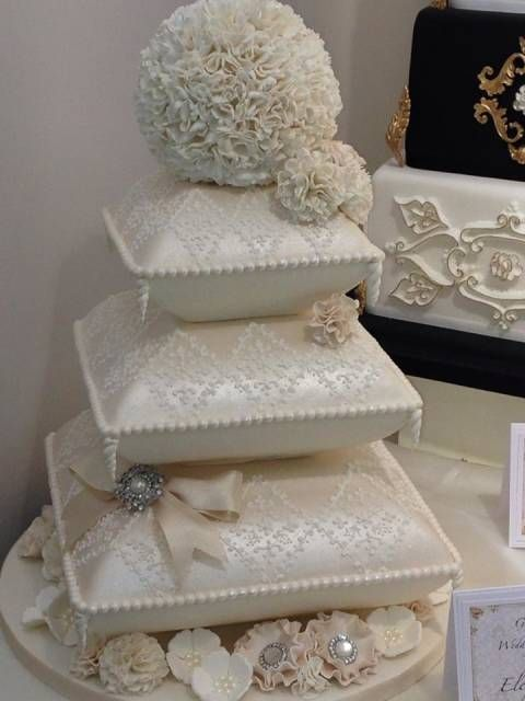 Wedding cake - Cake by Kim Garrod - CakesDecor