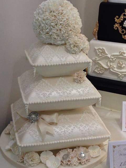 Wedding cake - Cake by Kim Garrod - CakesDecor