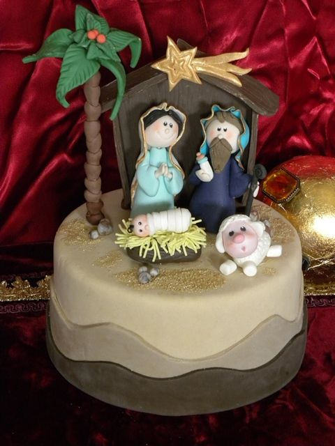 Traditional Christmas cake - For all your cake decorating suppllies, please visit craftcompany.co.uk