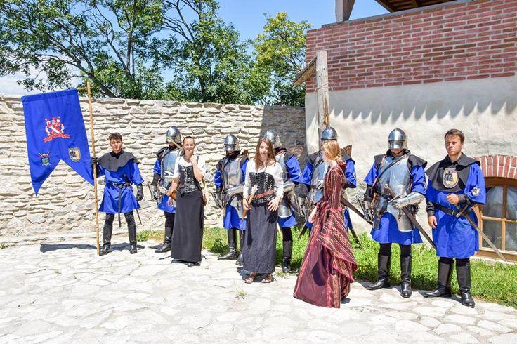 La Deva,turistii se pot fotografia alături de Garda Cetăţii