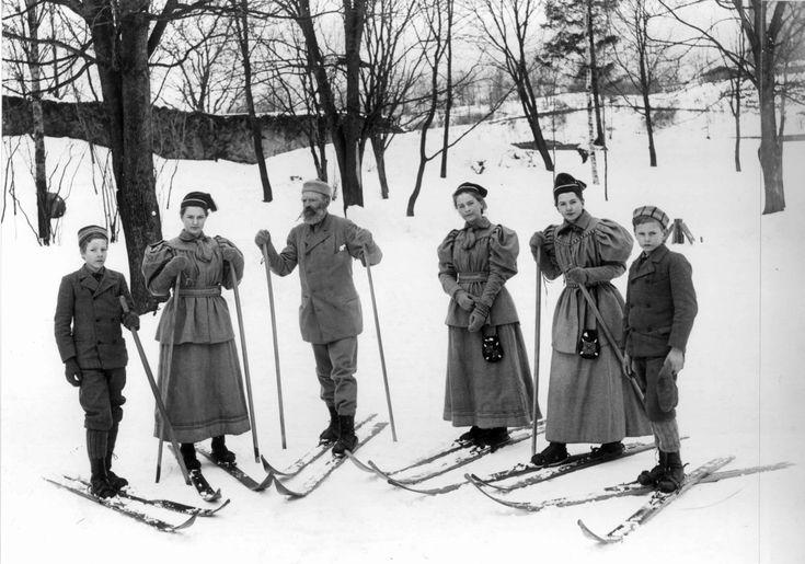 Sportsdrakt, skidrakter, 1890-årene, antatt Oslo.