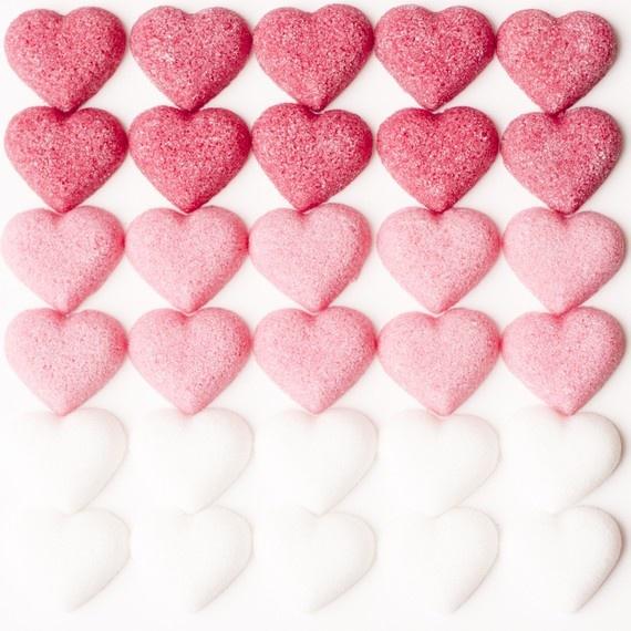 Les coeurs semble être pareils et sont tous placées pareil ils se répètent donc, rythme: Valentines Heart, White Heart, Pink Heart, Heart Background, Love Heart, Sugar Heart, Ombre Heart, Pink Ombre, Heart Pink