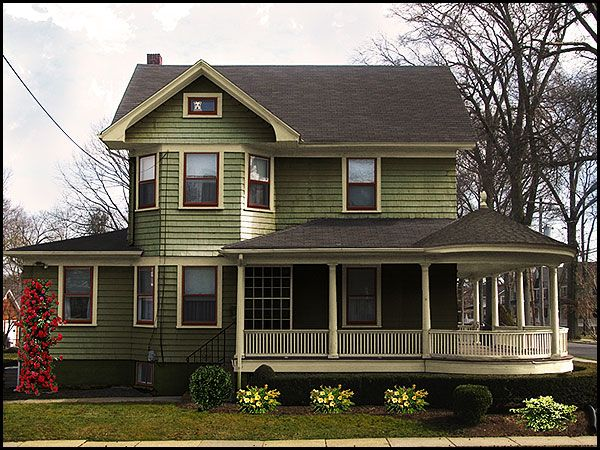 Best 20 green exterior paints ideas on pinterest house - Roof colors for green houses ...