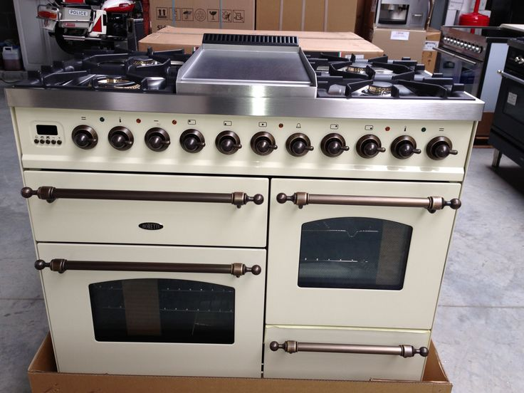 Boretti fornuis met 3 ovens, 6 kookzones + warmhoudzone aan 1500 euro