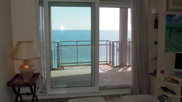 Nice - Promenade des Anglais - Amazing location! Double living room with dining area, kitchen, bedroom with balcony and suite bathroom, bathroom, large balcony with sea view. Garage. €440,000 #nice #promenadedesanglais