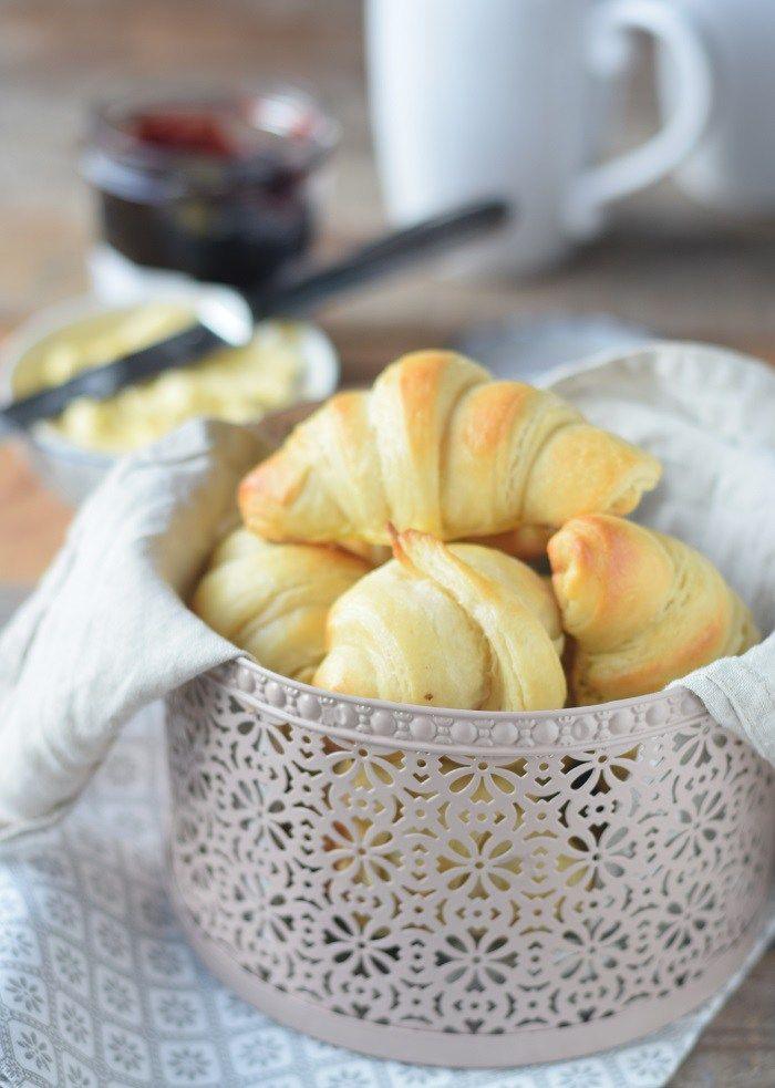 Joghurt Hörnchen zum Frühstück - Yogurt Breakfast Rolls #breakfast #food #rolls #yeastdough #butter #frühstück (1)