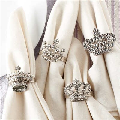 Crown Napkin Rings. Pretty way to decorate the table on Epiphany.