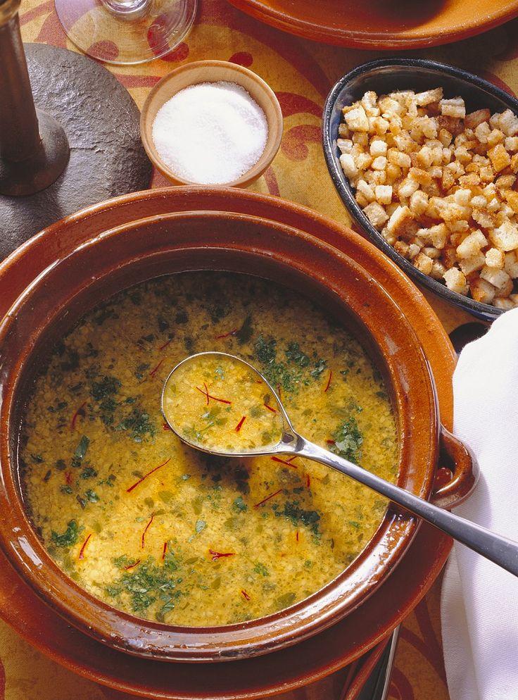 Knoblauch-Mandelsuppe | Zeit: 40 Min. | http://eatsmarter.de/rezepte/knoblauch-mandelsuppe
