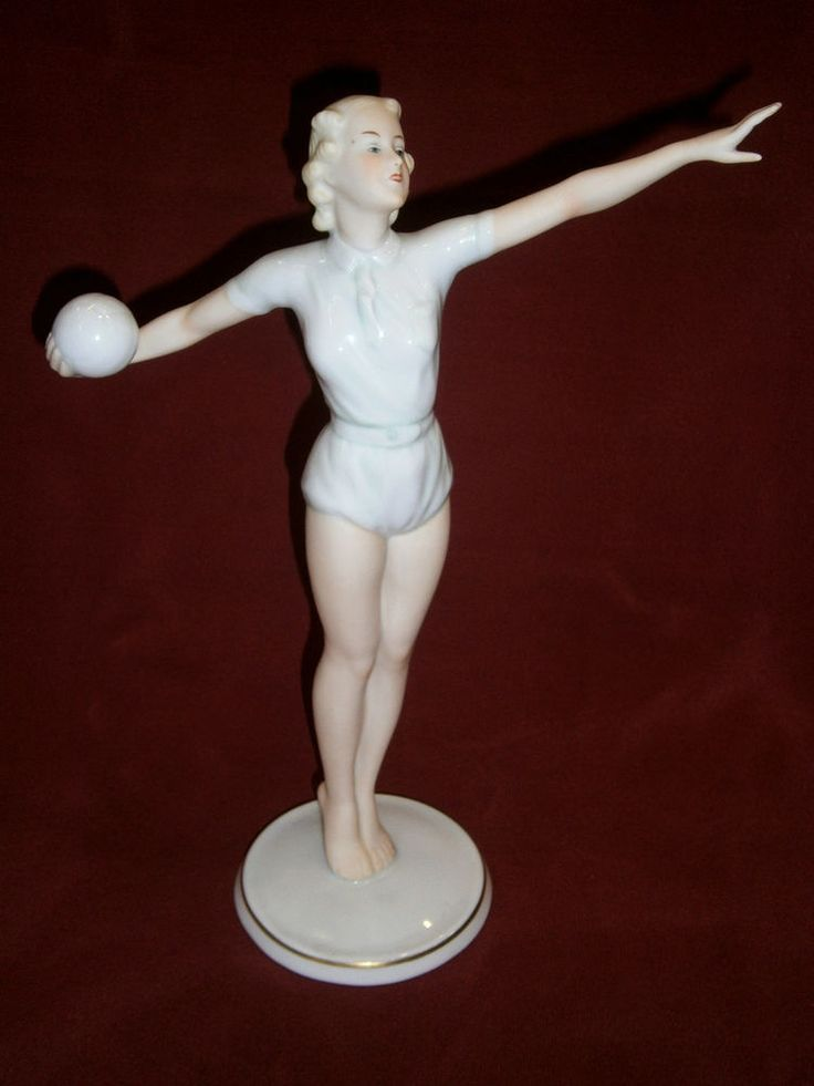 GERMANY Porzellan PORCELAIN -WALLENDORF FIGURINE VOLLEYBALL BERLIN OLYMPICS 1936
