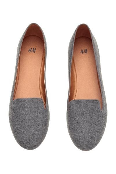 Loafers: Sapatos rasos com forro e palmilhas em pele sintética. Solas de borracha.