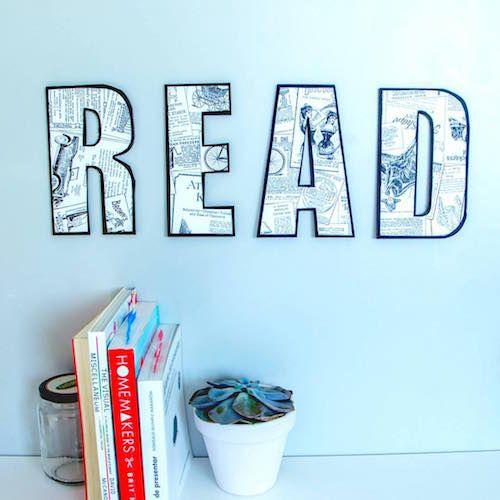 Crea letras de cartón para la pared con cartón pluma y papel pintado y forma palabras o mensajes molones.