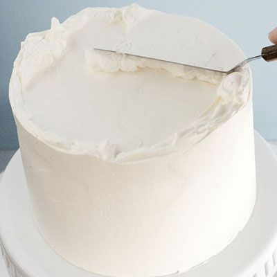 The BEST, FOOL-PROOF way to frost a cake. I'll be glad I pinned this!