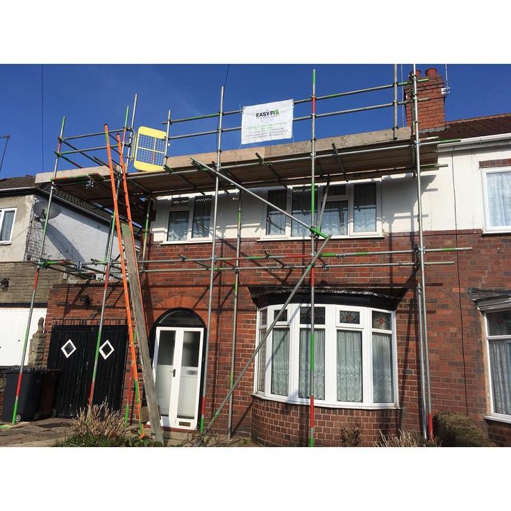 The team have completed another great job today!  They have erected scaffolding for a regular customer of ours in #Bilston for the purpose of #roof #work!  Well done team! #birminghamscaffolding #birminghamscaffolders #scaffolding #scaffolder #scafflife #scaffoldlife #roofer #roofing #midlandsscaffolding #midlandsscaffolder #construction #constructionworker #constructionsites #midlands #digbeth #birmingham #stafford #wolverhampton #dudley