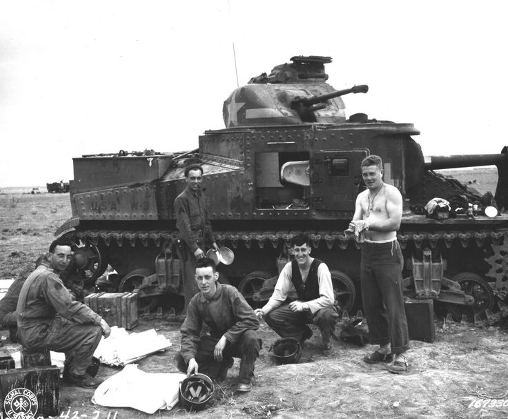 A US crew of an M-3 Tank #309503, 2nd Bn., 12th Artillery Regiment, 1st Army Division, at Souk el Arba, Tunisia, North Africa, 23 November 1942. (Photo: Signal Corps)