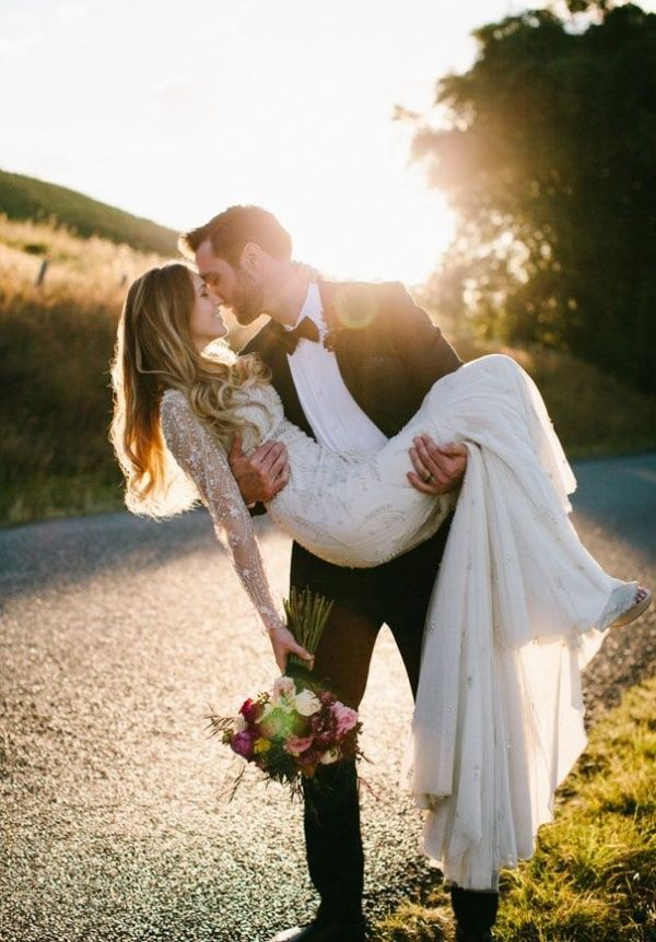 Is this the most romantic wedding photo of 2014? It might be! Love this roundup of utterly romantic wedding photos in 2014