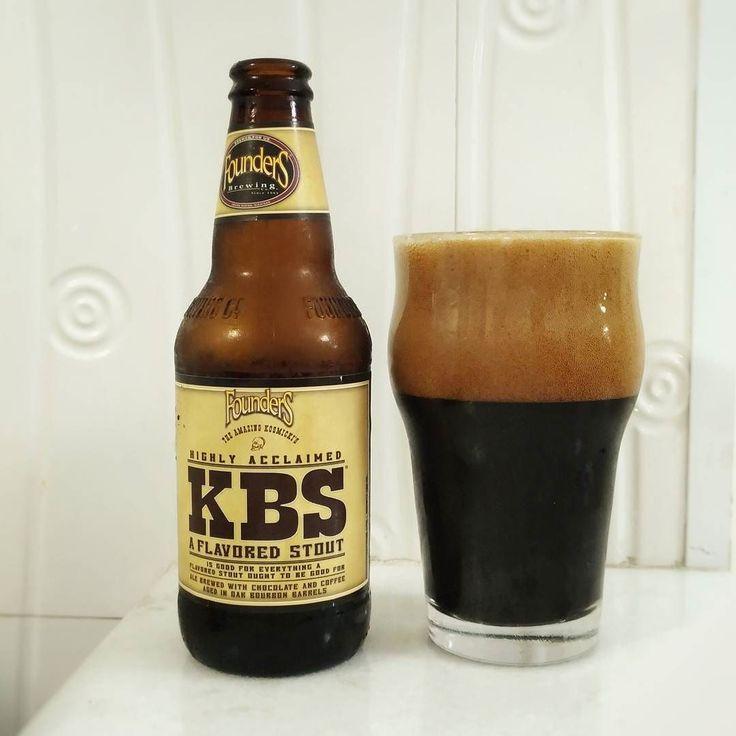 """""""A melhor cerveja do mundo"""" - segundo o Rate Beer (100/100). Acho deveria parar essa análise por aqui pois nada que eu disser aqui vai expressar melhor qualquer característica dessa cerveja. """"Depende de nós realmente nos diversificar"""" - palavras do mestre cervejeiro da Founders que está localizada em Michigan (EUA). Se fossemos comparar essa cerveja com qualquer outra coisa com total certeza resumiria à uma palavra: UTOPIA.  Essa é a KBS um Imperial Stout envelhecida em barril de Bourbon que…"""