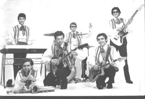 A Hungária együttest 1967 augusztusában alapította az Amerikából hazatért Fenyő Miklós. 1968-ban megnyerték a Ki mit tud? c. vetélkedőt a Nem bújok én többé már a subába című dalukkal. A zsűri ugyan eltanácsolta őket, de közönség szavazatai alapján bejutottak a középdöntőbe, az Ifjúsági Parkban is felléptek. 1969-ben elnyerték a Táncdalfesztivál közönségdíját Egyszer vagy fiatal című dalukkal, ugyanebben az évben először kerültek fel az Ifjúsági Magazin slágerlistájára...