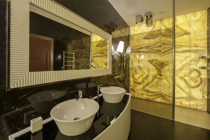 Дизайн интерьера. Гостевой туалет в загородном доме Ванная комната. Свет, подсветка, камень, оникс, особняк, архитектура