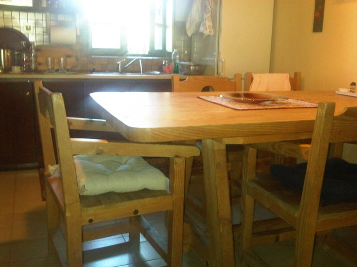 solid oak wood dinning table and chairs
