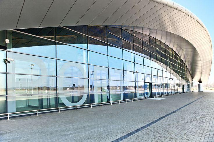 Terminal lotniska w Rzeszowie / The airport terminal in Rzeszów (Poland)