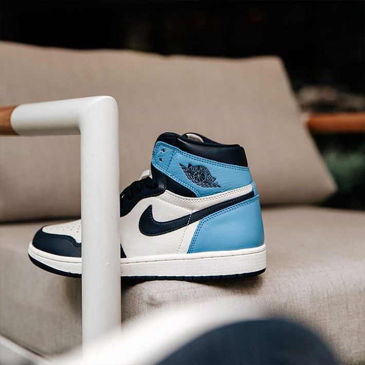 Air Jordan 1 Retro High Og Obsidian University Blue Nike Jordans Air Jordan 1 High Og Obsidian University Blue 555088 140 Sail Obsidian University Blue In 2020 Blue Basketball Shoes Womens Basketball Shoes Blue Shoes