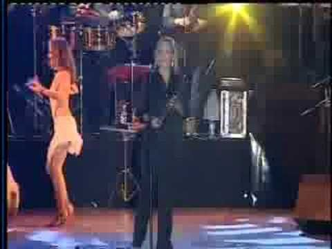 ▶ Gilberto Santa Rosa - La Agarro Bajando ( En Vivo) - YouTube