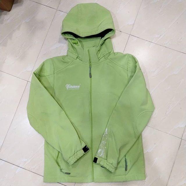 شیلد مارک Nirvana سایز S زنانه مناسب قد بین ۱۶۰ تا ۱۷۰ سانتی متر مناسب وزن بین ۶۰ تا ۷۰ کیلوگرم Rain Jacket Nike Jacket Athletic Jacket