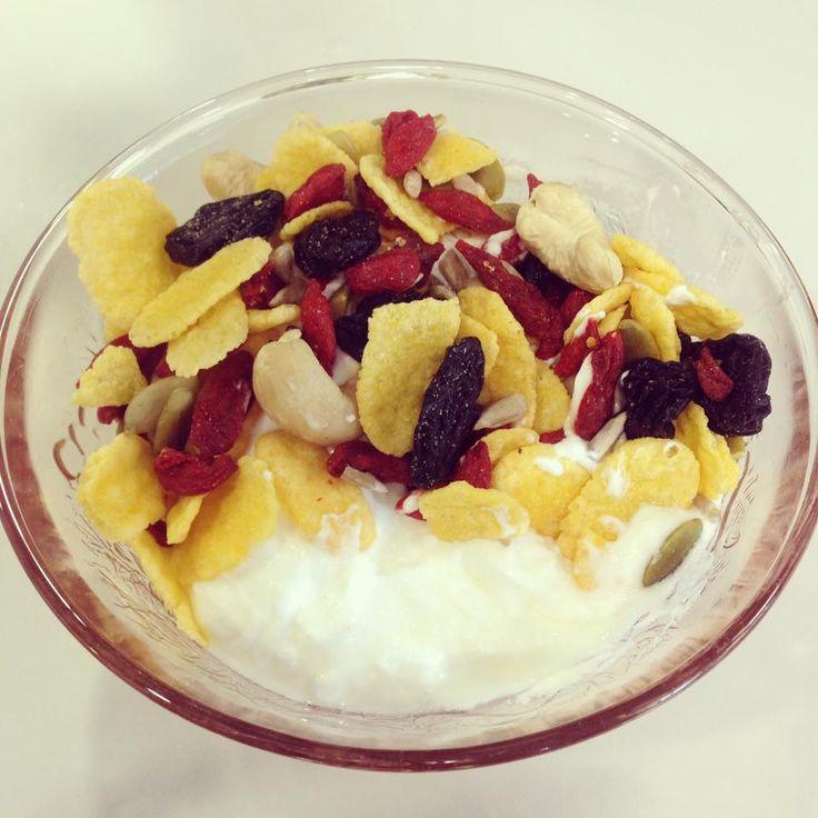 Mic dejun: iaurt Cedra, Musli mix Solaris