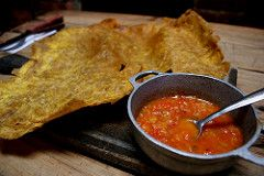 El Hogao es una salsa criolla colombiana que sirve para acompañar múltiples platos tradicionales de nuestra cocina, como por ejemplo el patacón pisao,