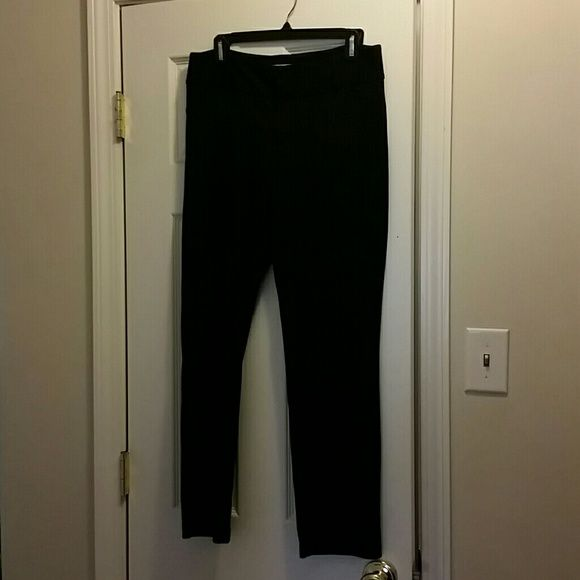 Mk black ankle pant Black ankle length Michael Kors skinny pant. Very comfortable and nice looking. Size 10. Polyester, rayon, and spandex Michael Kors Pants Skinny