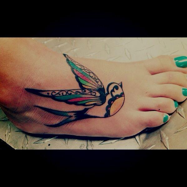 PRETTyTattoo Ideas, Birds Tattoo, Tattoo Pattern, Feet Tattoo, Sparrows Tattoo, A Tattoo, Tattoo Design, Colors Birds, Swallows Tattoo
