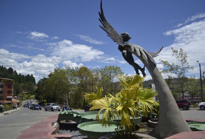 Escultura ave fénix