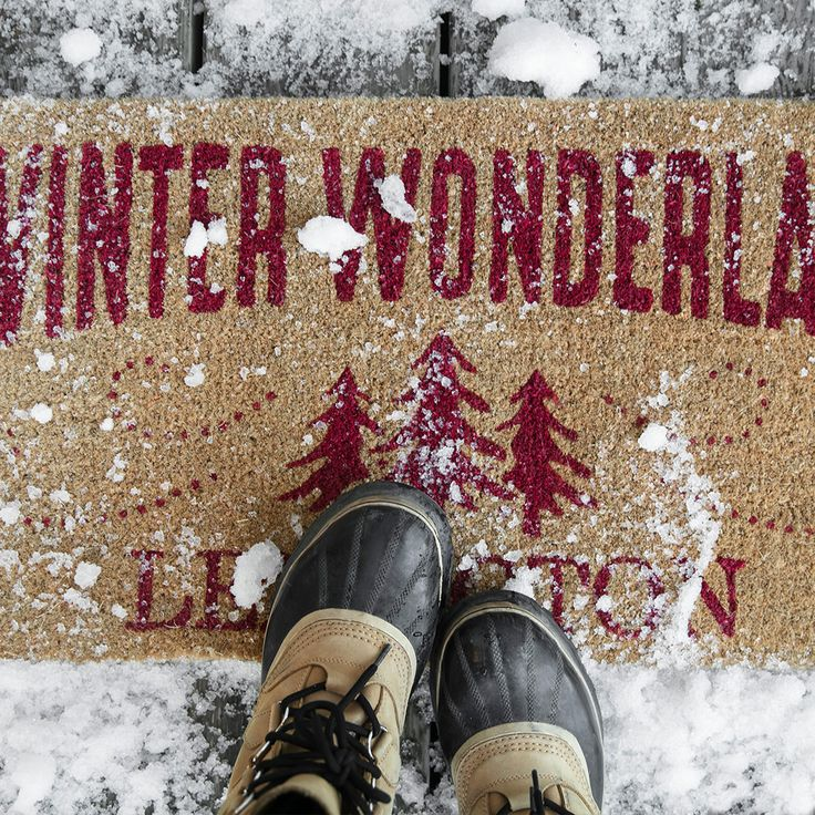 Our unique Winter Wonderland welcome mat brings it home for the holidays! Made from sustainable materials, our palm fiber mat comes in a new quality with 80% less shedding, resulting in a crafted Lexington rug that successfully considers beauty, functionality and sustainability in a festive holiday design.